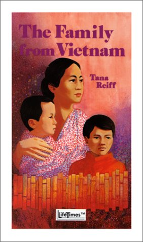 9780822443209: Tha Family from Vietnam (Pacemaker LifeLine Book)