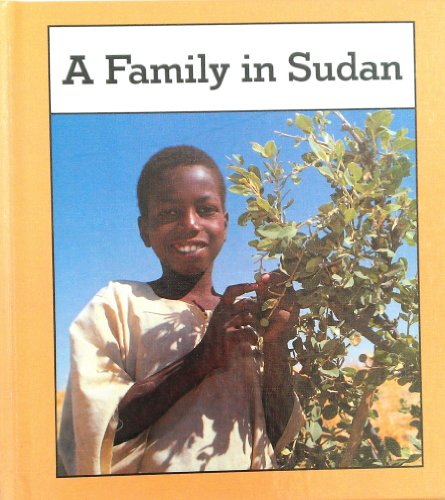 9780822516828: A Family in Sudan (Families the World over)