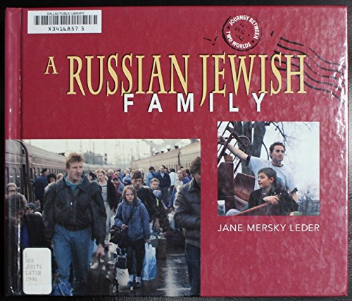 9780822534013: A Russian Jewish Family (Journey Between Two Worlds)