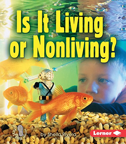 9780822556862: Is It Living or Nonliving? (First Step Nonfiction (Paperback)) (First Step Nonfiction: Living or Nonliving)