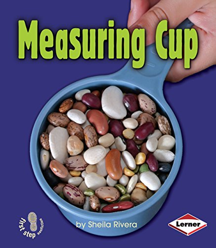 9780822557142: Measuring Cup (First Step Nonfiction: Simple Tools)