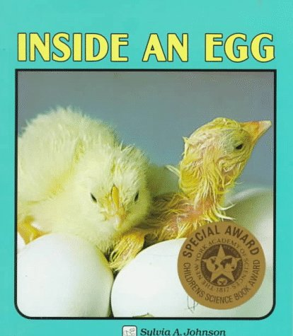 Inside an Egg (Lerner Natural Science Books): Johnson, Sylvia A.