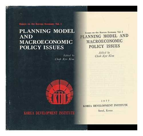 9780824805463: Planning model and macroeconomic policy issues (Essays on the Korean economy)