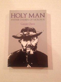 9780824812706: Holy Man: Father Damien of Molokai