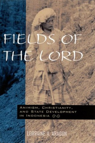9780824823030: Fields of the Lord: Animism, Christian Minorities, and State Development in Indonesia: Animism, Christianity, and State Development in Indonesia