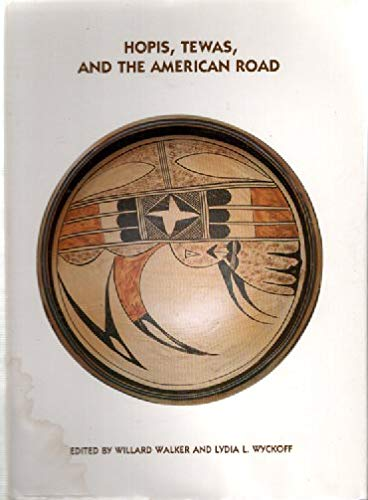 9780826309181: Hopis, Tewas, and the American road