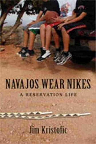 9780826349460: Navajos Wear Nikes: A Reservation Life