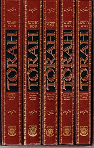 9780826601957: Torah Chumash 5-Volume Set in Slip-Case: With an Interpolated English Translation and Commentary Based on the Works of the Lubavitcher Rebbe.