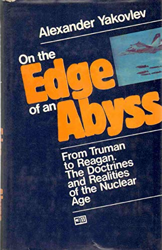 9780828532808: On the Edge of an Abyss: From Truman to Reagan.  the Doctrines and Realities of the Nuclear Age