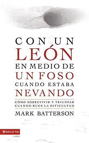 9780829762150: Con un león en medio de un foso: Cómo sobrevivir y triunfar cuando ruge la dificultad (Spanish Edition)