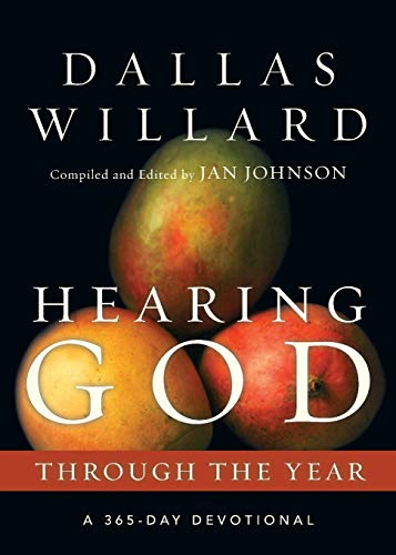 9780830846160: Hearing God Through the Year: A 365-Day Devotional (Through the Year Devotionals)