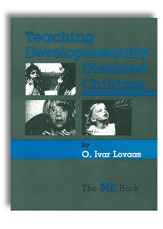 9780839115670: Teaching developmentally disabled children: The me book