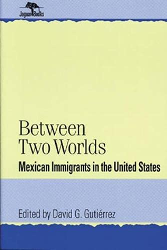 9780842024730: Between Two Worlds: Mexican Immigrants in the United States (Jaguar Books on Latin America)