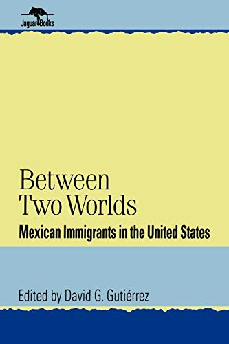 9780842024747: Between Two Worlds: Mexican Immigrants in the United States (Jaguar Books on Latin America)