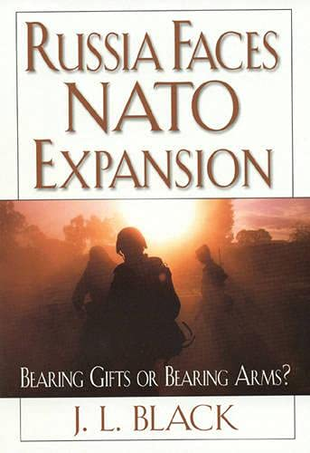 9780847698660: Russia Faces NATO Expansion: Bearing Gifts or Bearing Arms?