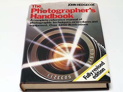 9780852232323: The photographer's handbook