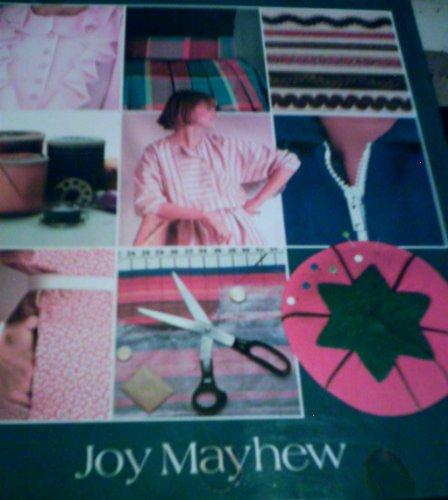 9780856136870: Encyclopaedia of Dressmaking