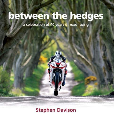 9780856408564: Between the Hedges: A Celebration of 40 Years of Road Racing