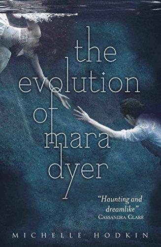 9780857073655: The Evolution of Mara Dyer