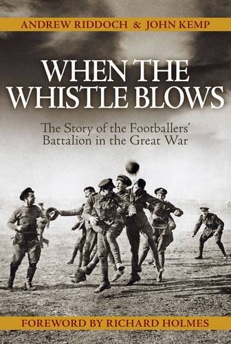 9780857330772: When the Whistle Blows: The Story of the Footballers' Battalion in the Great War