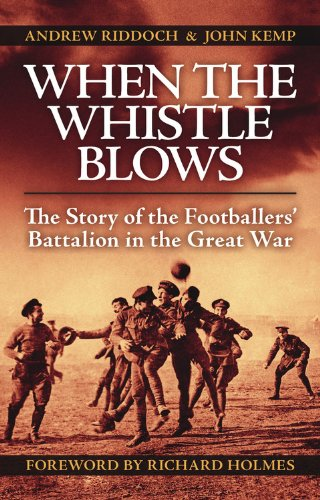 9780857331038: When the Whistle Blows: The Story of the Footballers' Battalion in the Great War