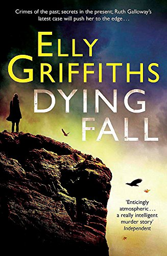 9780857388865: A Dying Fall: A spooky, gripping read for Halloween (Dr Ruth Galloway Mysteries 5) (The Dr Ruth Galloway Mysteries)