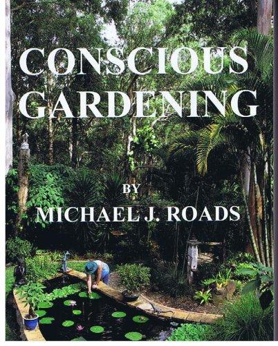 9780864362438: The natural magic of mulch: organic gardening Australian style.