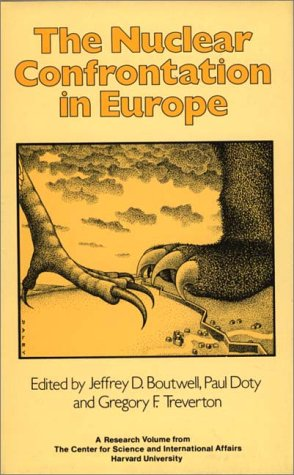 9780865691285: The Nuclear Confrontation in Europe: