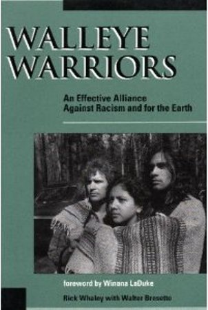 9780865712577: Walleye Warriors: An Effective Alliance Against Racism and for the Earth