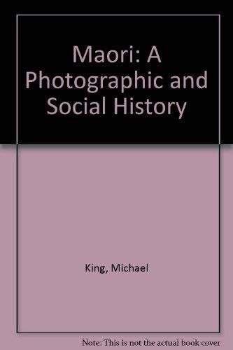 9780868634036: Maori: A Photographic and Social History