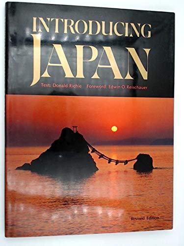 9780870118333: Introducing Japan