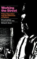 9780871541901: Working the Street: Police Discretion and the Dilemmas of Reform (Publications of Russell Sage Foundation)