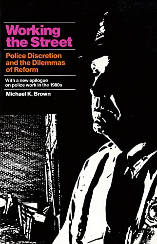 9780871541918: Working the Street: Police Discretion and the Dilemmas of Reform (Publications of Russell Sage Foundation)