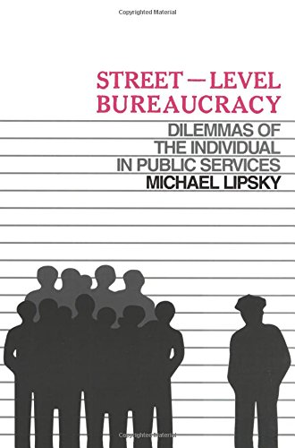 9780871545268: Street Level Bureaucracy: Dilemmas of the Individual in Public Services