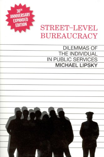 9780871545442: Street Level Bureaucracy: Dilemmas of the Individual in Public Service