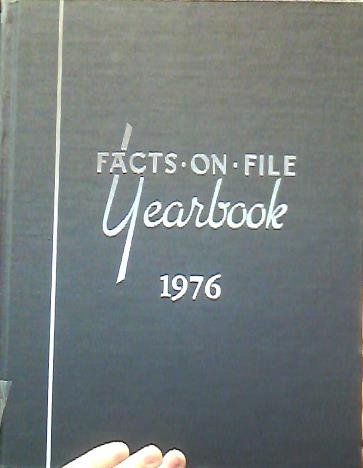 9780871960351: Facts on File Yearbook 1976