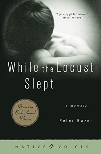 9780873514392: While the Locust Slept: A Memoir (Native Voices)