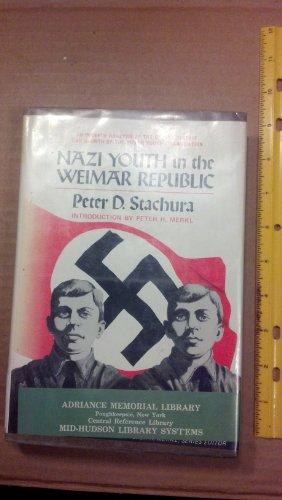 9780874361988: Nazi Youth in the Weimar Republic (Studies in comparative politics)