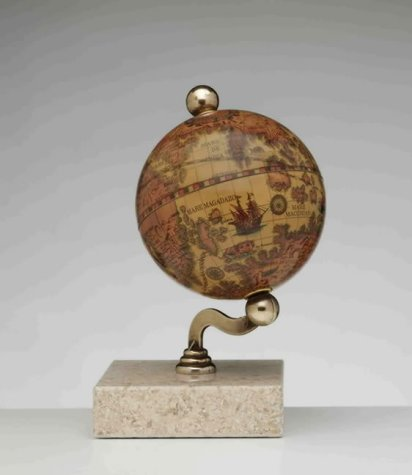 9780874487145: The Mantel Globe
