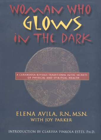 9780874779585: Woman Who Glows in the Dark: A Curandera Reveals Traditional Aztec Secrets of Physical and Spiritual Health, 1st Edition