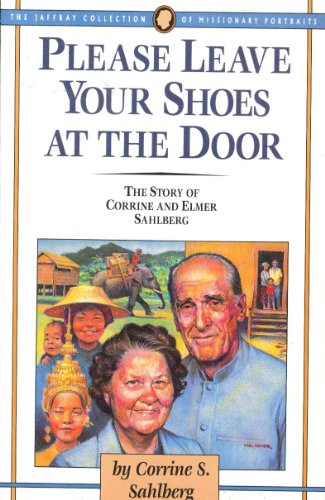 9780875094816: Please Leave Your Shoes at the Door (Jaffray Collection of Missionary Portraits)