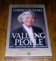 9780875797496: Valuing People Six Lessons in Leadership
