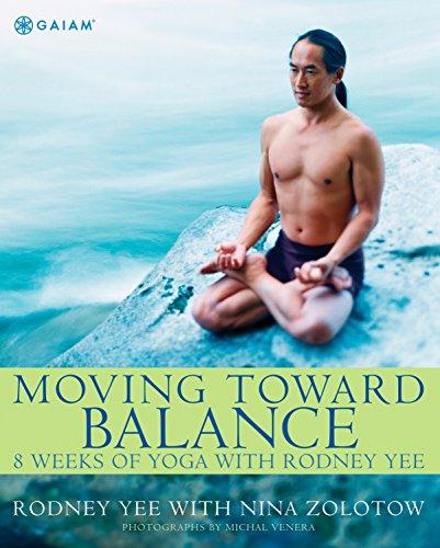 9780875969213: Moving Toward Balance: 8 Weeks of Yoga with Rodney Yee