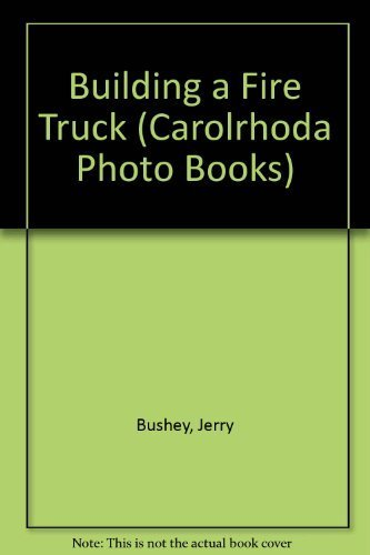 9780876141700: Building a Fire Truck (Carolrhoda Photo Books)