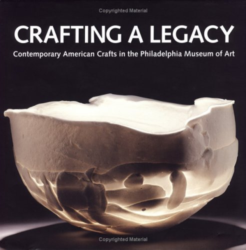 9780876331620: Crafting a Legacy: Contemporary American Crafts in the Philadelphia Museum of Art