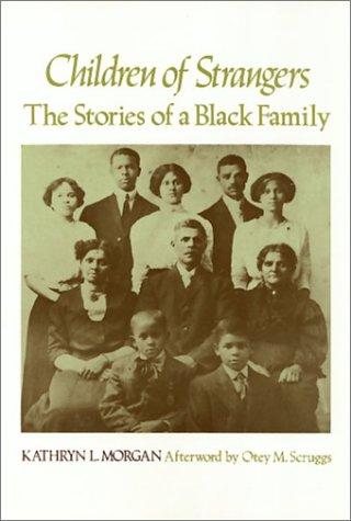 9780877222033: Children of strangers: The stories of a Black family