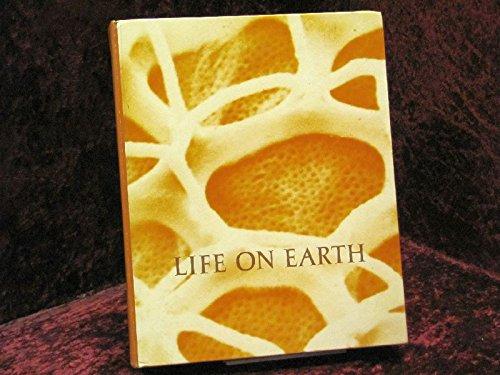 9780878939367: Life on Earth