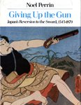 9780879232788: Giving Up the Gun: Japan's Reversion to the Sword, 1543-1879