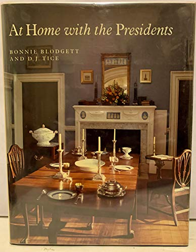 9780879512811: At Home with the Presidents
