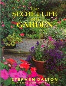 9780879514655: The Secret Life of a Garden